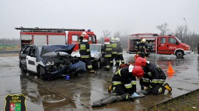 Ćwiczenia z zakresu ratownictwa drogowego, współdziałanie z SA PSP Poznań.