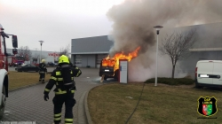 Pożar samochodu w Komornikach