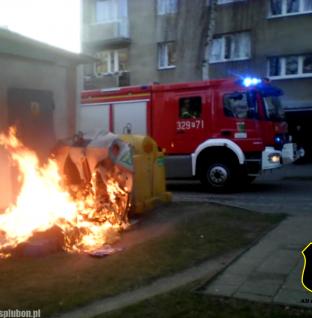 Pożar śmietników na osiedlu Lubonianka [film]