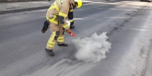 Poniatowskiego – płyn ropopochodny na ulicy
