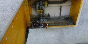 Wydobywający się dym ze skrzynki gazowej