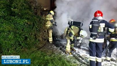 Pożar samochodów przy Hibnera (Asnyka) w Luboniu