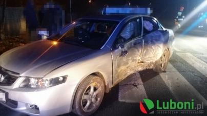 Puszkina -Samochód  uderzył w drzewo