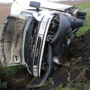Samochód na boku, lądował śmigłowiec LPR