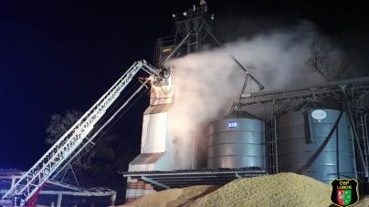 Nocny pożar suszarni w Chomęcicach
