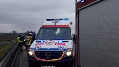 A2 -Samochód uderzył w barierę energochłonną