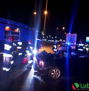Wypadek ciężarówki i osobówki na Poznańskiej