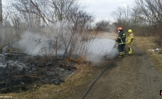Pożar przy nasypie kolejowym