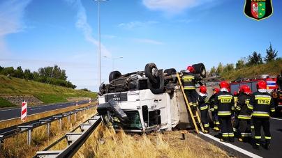 Dachowanie ciężarówki na A2