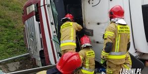A2 – Ciężarówka na boku, fatalny korytarz ratunkowy