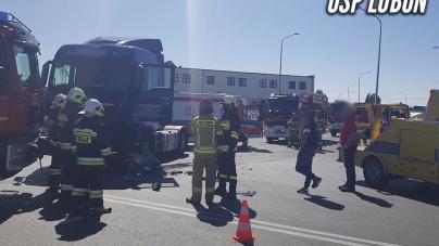 Wypadek z udziałem ciężarówki – wykonywano dostęp