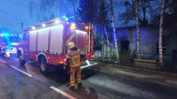 Nocny pożar pustostanu – ewakuowano 1 os.