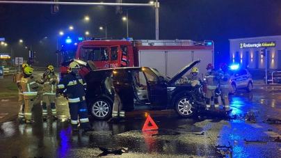 Wypadek na Poznańskiej – samochód dachował